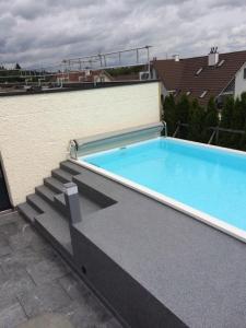 Pool Aussenflächen Beschichtungen - rutschfest | WB-Tech
